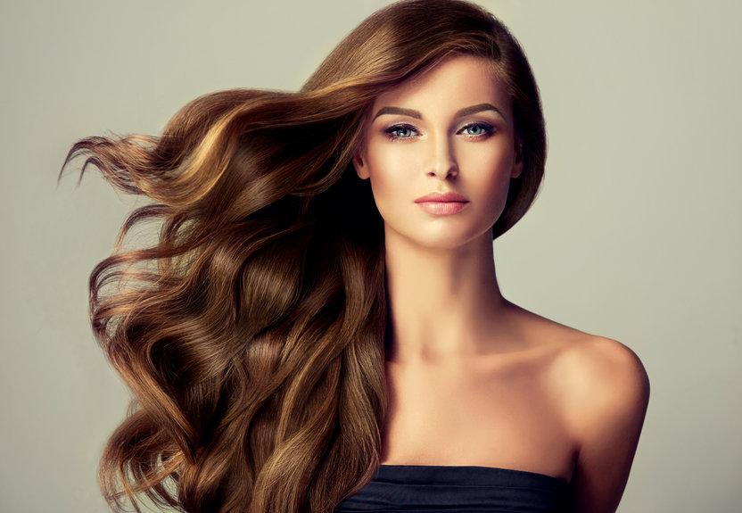 Comment redonner de l'éclat à vos cheveux ternes?